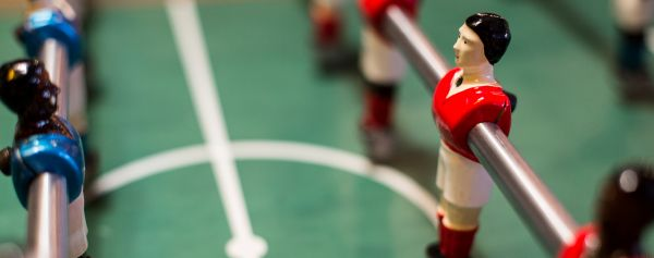 Photo close up of football table player